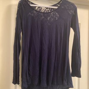 Long sleeve with lace in the back